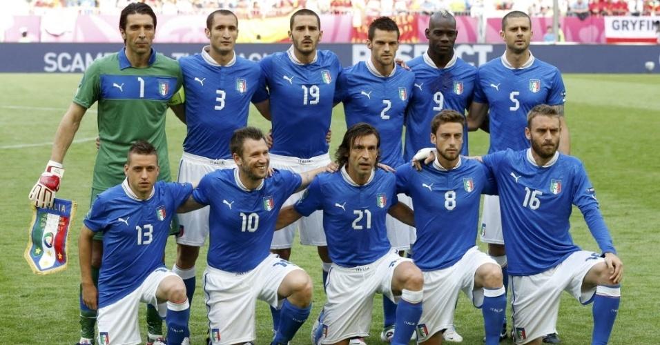 Squadra Azzura posa para a tradicional foto antes da partida contra a Espanha