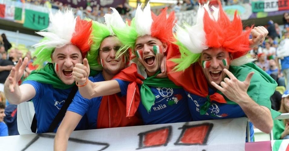 Torcedores italianos vão tomando a arquibancada da Gdansk Arena na expectativa da partida entre as duas últimas seleções campeãs do mundo