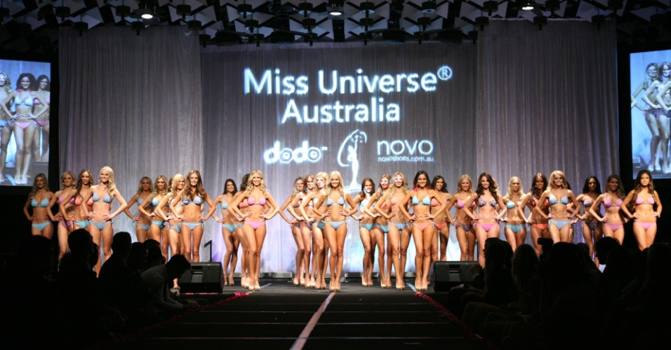 11.jun.2012 - Candidatas ao t&#237;tulo de Miss Austr&#225;lia Universo 2012 desfilam de biquini durante o concurso, disputado em Melbourne