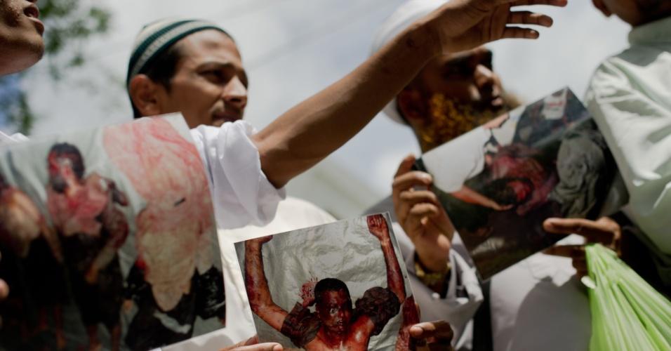11.jun.2012 - Manifestantes Rohingya se reúnem em frente a escritório regional da ONU em Bancoc, na Tailândia, para pedir o fim da violência em Mianmar