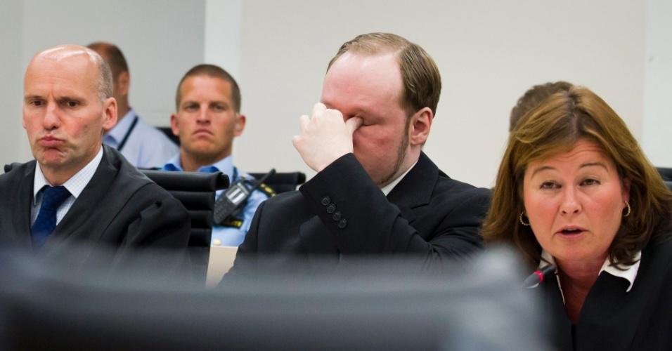 """11.jun.2012 - O psicólogo Eirik Johannsen declarou nesta segunda-feira (11), durante uma audiência do julgamento de Anders Breivik, que conversar com o assassino de extrema-direita norueguês foi como se reunir com Hannibal Lecter, o personagem canibal vivido por Anthony Hopkins no filme """"O silêncio dos inocentes"""""""