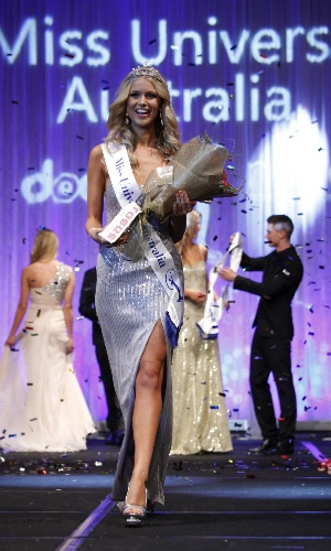 11.jun.2012 - Renae Ayris faz seu primeiro desfile como Miss Austr&#225;lia Universo 2012, ap&#243;s an&#250;ncio de que vencera o concurso, em Melbourne