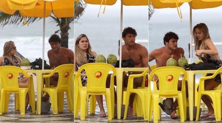 A ex-BBB Renata foi à praia de Ipanema, zona sul do Rio (11/6/12)