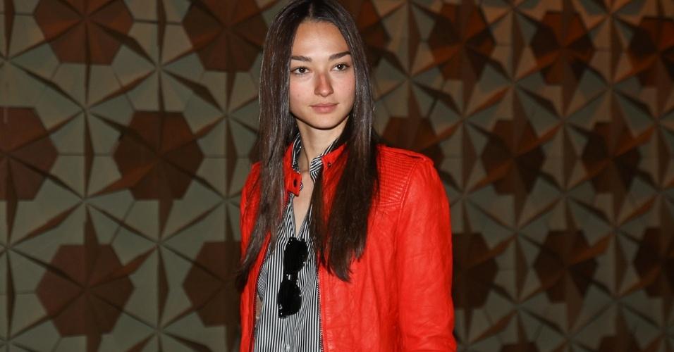 A modelo Bruna Tenório é destaque no primeiro dia de desfiles na SPFW Verão 2013