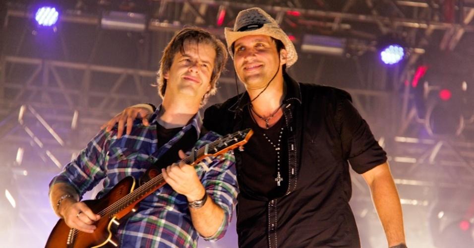 Dupla sertaneja Victor e Leo se apresentam na Festa do Peão de Americana (10/6/12)