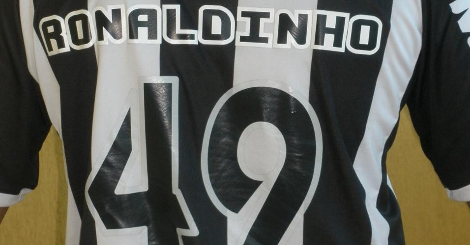 Loja do Atlético-MG já iniciou as vendas da camisa oficial de Ronaldinho Gaúcho (11/6/2012)