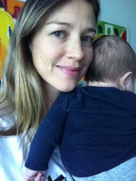 Luana Piovani mostra foto com o filho Dom no colo (11/6/12)