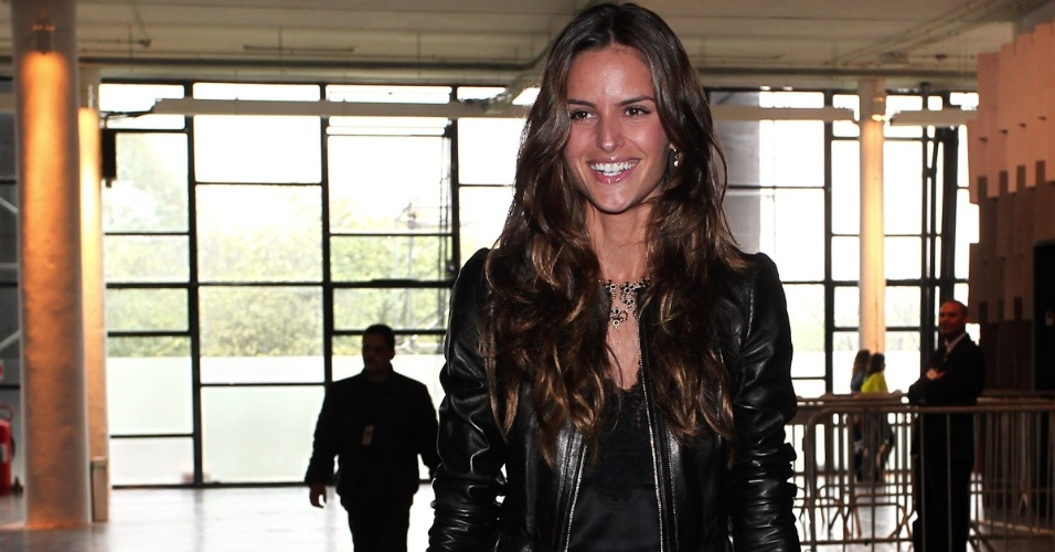 Modelo  Izabel Goulart marca presen&#231;a no SPFW Ver&#227;o 2013