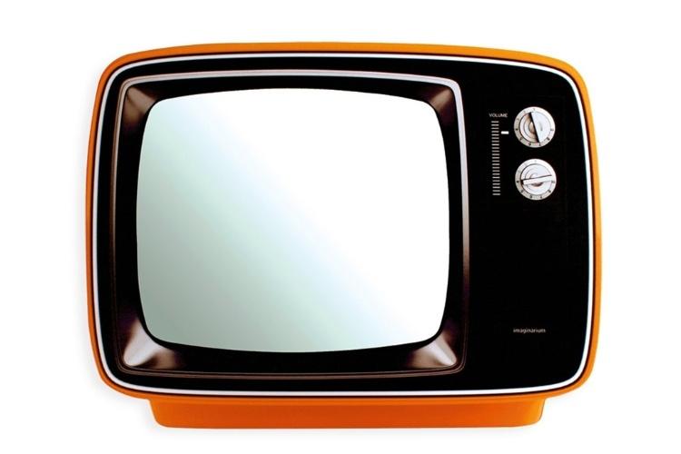 O espelho em formato de televisão dá um ar moderno para salas ou quartos. Com design que remete aos aparelhos dos anos 1970, tem moldura feita em chapa de ferro e pintura epóxi. Mede 37,7 x 50 cm. À venda na Imaginarium (www.imaginarium.com.br) por R$ 159,90