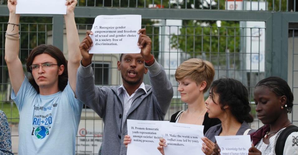 12.jun - Jovens de diferentes países levam propostas para um mundo sustentável ao Riocentro