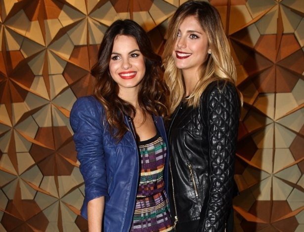 As atrizes Sthefany Brito e Tammy Di Calafiori conferiram o primeiro dia de desfile da SPFW 2013 (11/6/12)