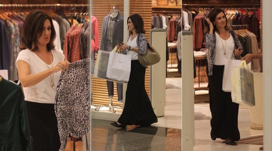 Fátima Bernardes fez compras em um shopping da zona oeste do Rio (12/6/12)