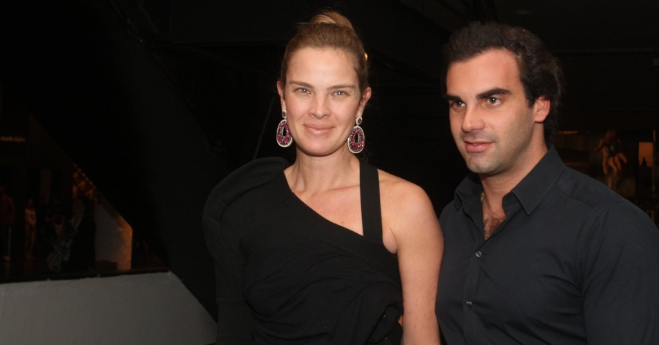 Modelo e atriz Letícia Birkheuer chega à São Paulo Fashion Week Verão 2013 (12/6/12)