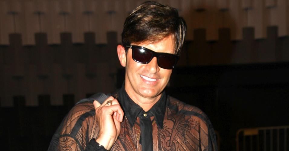 O cirurgião-plástico e apresentador Robert Rey conferiu o primeiro dia de desfiles na São Paulo Fashion Week Verão 2013
