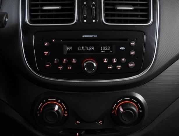 O som é um opcional vendido -- sempre com os retrovisores elétricos -- a R$ 921 (apenas com MP3) ou a R$ 1.383 (com MP3, USB e Bluetooth)