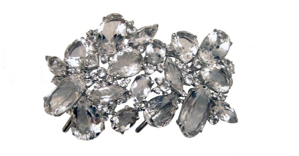 Pente em prata com quartzo incolor da joalheria LaSpiniella (www.laspiniella.com.br). No local, o aluguel da peça sai por R$ 1.026. Preço pesquisado em junho de 2012 e sujeito a alterações