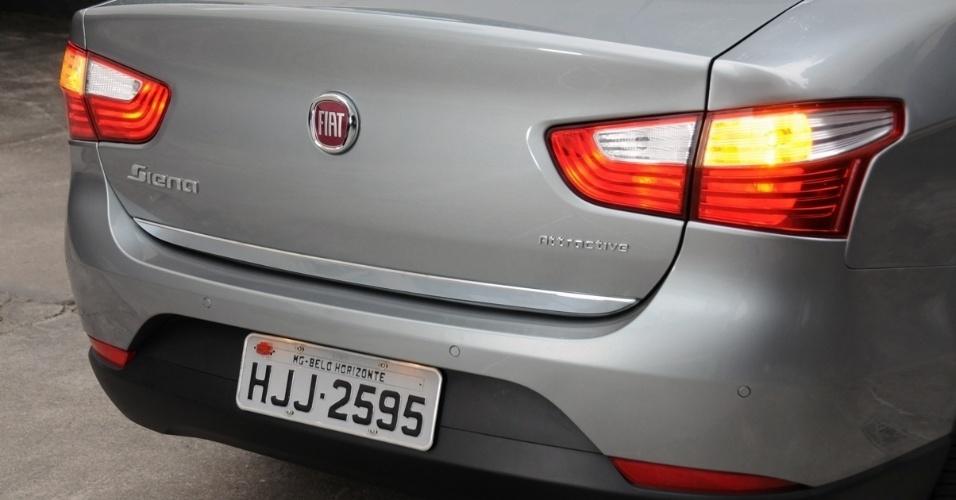 Sensor de estacionamento é um opcional de R$ 604. Detalhe interessante é o logo da Fiat na tampa, que tem função de abrir o porta-malas