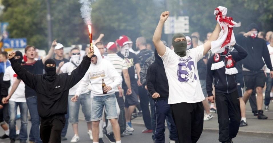 Torcida polonesa provoca russos antes da partida entre as duas seleções válida pela segunda rodada do Grupo A da Euro-2012