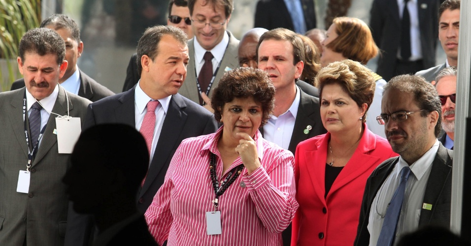13.jun.2012 - A presidente Dilma Rousseff na inaugura&#231;&#227;o do Pavilh&#227;o Brasil da Rio+20, no Parque dos Atletas, nesta quarta-feira &#40;13&#41;