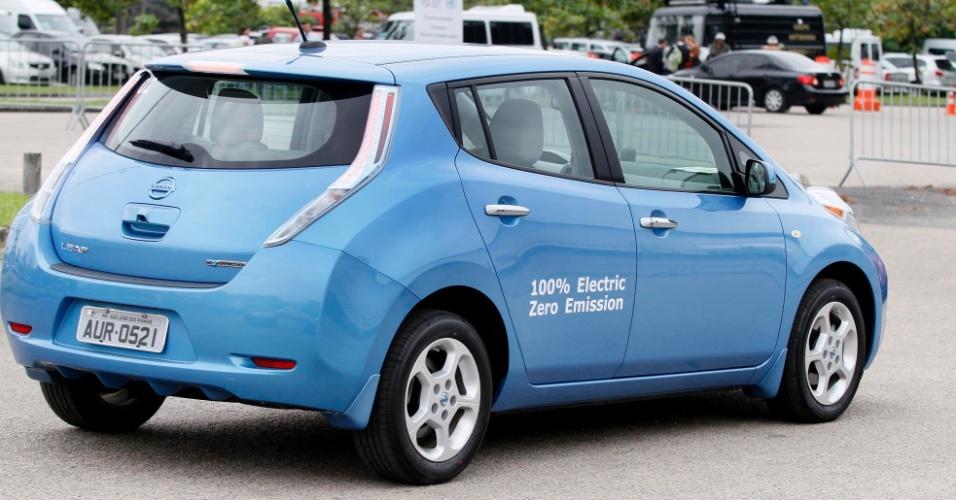 13.jun.2012 - Carros elétricos de diversas marcas surgem no estacionamento da RIO +20, no Riocentro