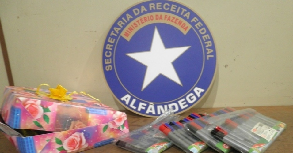13.jun.2012 - Receita Federal apreendeu no Aeroporto Internacional de Viracopos, em Campinas (SP),  cocaína em pincéis para colorir embalados em papel de presente