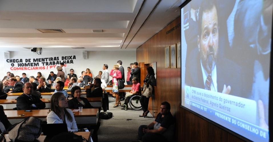 13.jun.2012 -Apoiadores do governador do Distrito Federal, Agnelo Queiroz (PT), assistem o depoimento do petista à CPI do Cachoeira