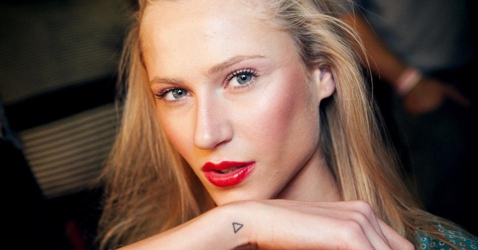 Alicia Kuczman mostra qual foi sua primeira tatuagem