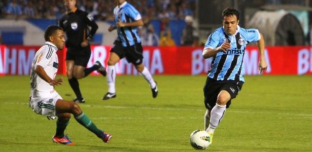 Atacante Kleber (d) acredita que será recepcionado com vaias da torcida do Palmeiras