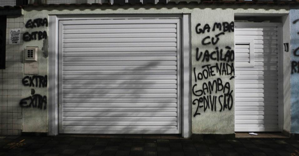 Casas ao redor da Vila Belmiro foram pichadas por torcedores santistas