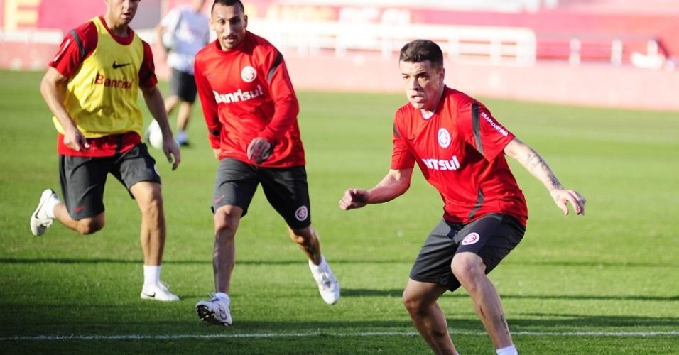 Josimar, Guiñazu e o meia D'Alessandro (d) voltou aos treinos do Inter e não sentiu lesão (13/06/2012)