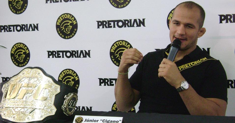 Júnior Cigano participa de coletiva de imprensa em SP