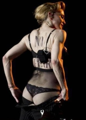 Madonna mostra o bumbum durante show na Turquia