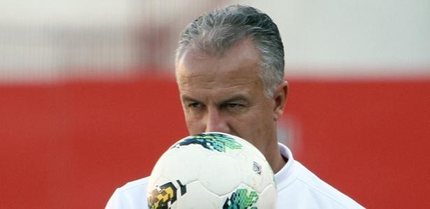 Técnico Dorival Júnior comandou seu primeiro treino com bola no CT do Fla nesta sexta