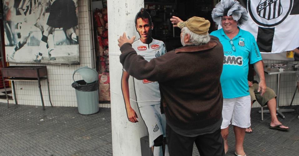 Torcedores santistas já se animam para primeira partida da semifinal da Copa Libertadores contra o Corinthians