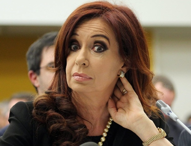 14.jun.2012 - A presidente da Argentina, Cristina Kirchner, demonstra desagrado durante confer&#234;ncia na sede das Na&#231;&#245;es Unidas, em Nova York, sobre a disputa entre Argentina e Inglaterra sobre o controle das ilhas Malvinas (chamadas de Falklands pelos brit&#226;nicos), nesta quinta-feira (14), anivers&#225;rio de 30 anos do fim da Guerra das Malvinas