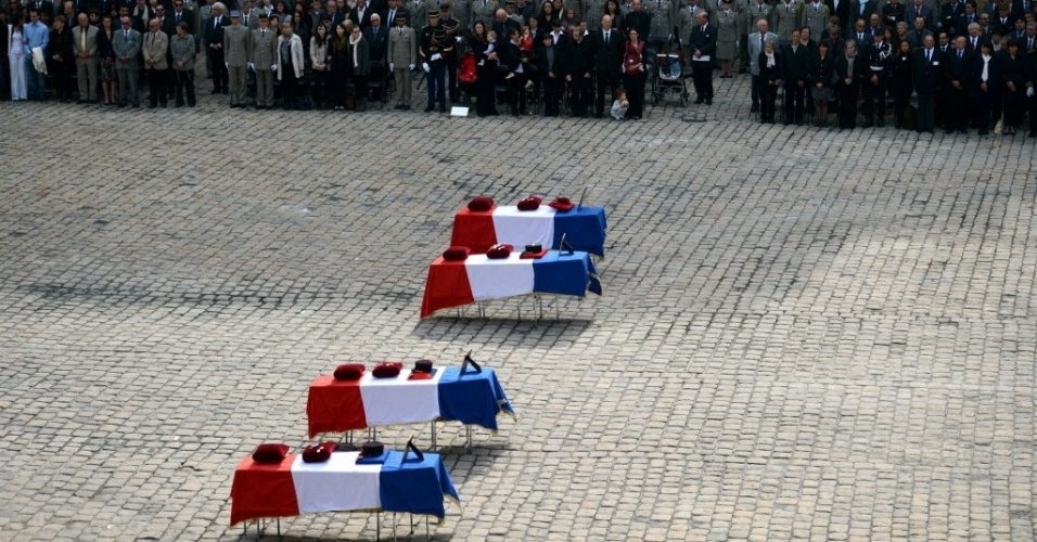 14.jun.2012 - Cerim&#244;nia na Fran&#231;a homenageia soldados mortos na guerra do Afeganist&#227;o