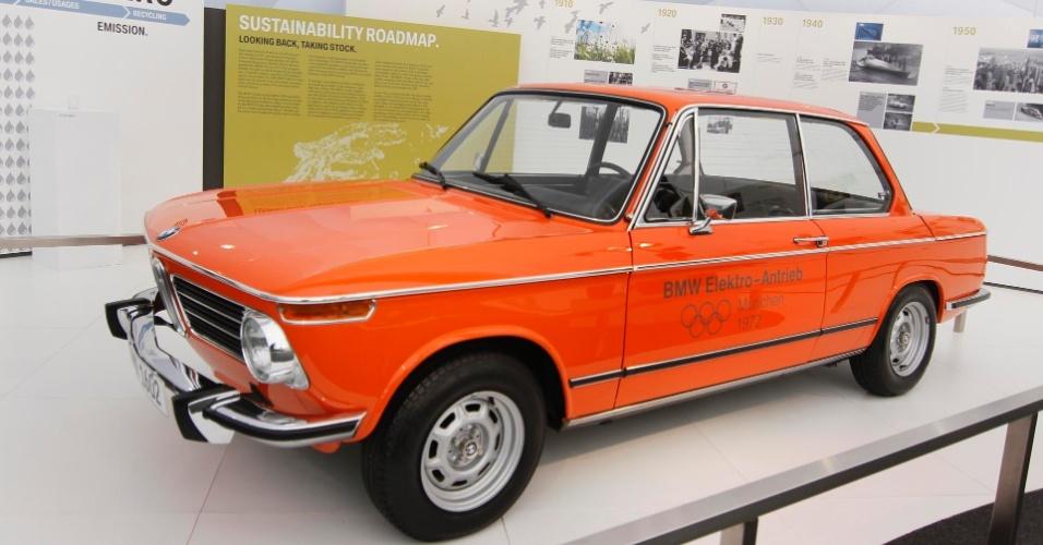 14.jun.2012 - Fabricantes de veículos tentam atrair o público com protótipos de veículos movidos a energia elétrica ou híbridos no Parque dos Atletas