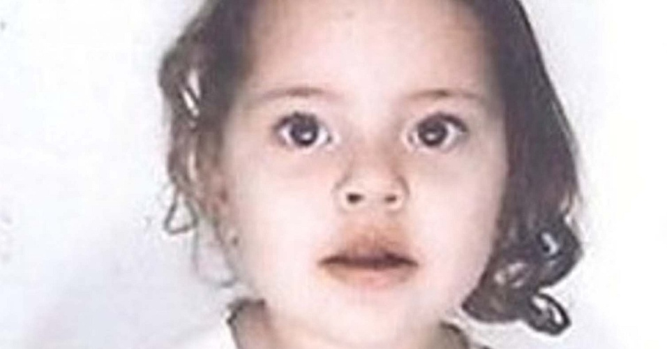 14.jun.2012 - Foto de fam&#237;lia da menina Brenda Gabriela, 4, que desapareceu durante um culto na igreja Pentecostal Deus &#233; Amor, em SP