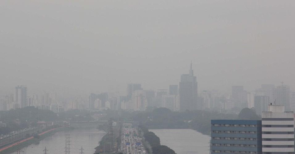 14.jun.2012 - Neblina em SP