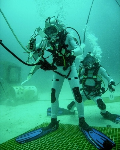 14.jun.2012 - Uma equipe da Nasa permanece submersa em uma base subaqu&#225;tica localizada no arquip&#233;lago de Florida Keys que recria as condi&#231;&#245;es espaciais, com o objetivo de treinar uma viagem tripulada a um asteroide em 2025. A Miss&#227;o de Opera&#231;&#245;es em Ambientes Extremos (Neemo, na sigla em ingl&#234;s), composta por cientistas, astronautas e engenheiros, ocorre no laborat&#243;rio submarino Aquarius, o &#250;nico no mundo com essas caracter&#237;sticas, segundo a Nasa