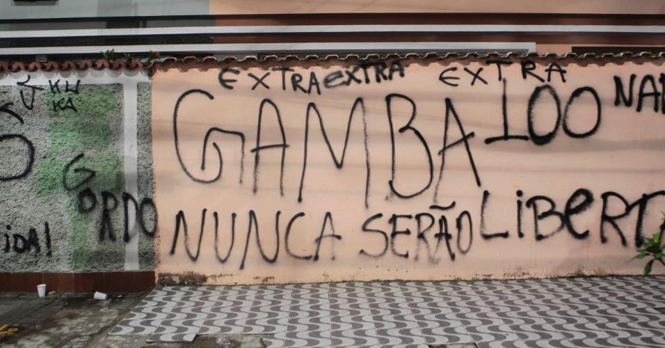 Apelido ofensivo dos corintianos foi lembrado nas pichações da torcida do Santos