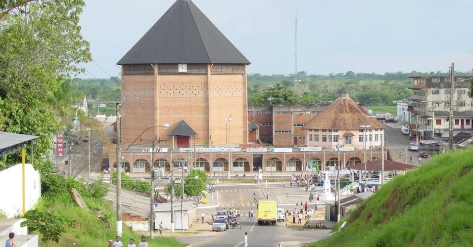 Catedral Nossa Senhora da Glória, em Cruzeiro do Sul (AC)