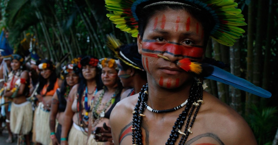 Cerim&#244;nia de acendimento do fogo sagrado incluiu &#237;ndios das tr&#234;s Am&#233;ricas em evento paralelo &#224; Rio+20