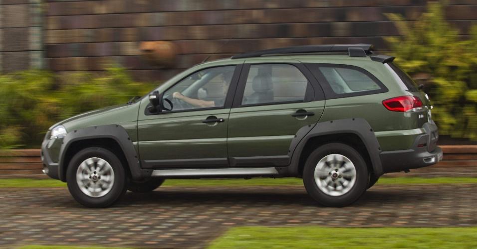 Palio Weekend mantém características de carro aventureiro urbano: suspensão reforçada e levemente elevada e pneus de uso misto
