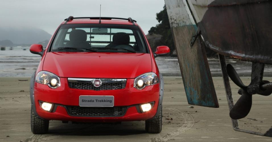 A versão Trekking, que já traz direção hidráulica de série, passa a contar com airbag duplo, freios ABS com EBD e vidros elétricos no pacote