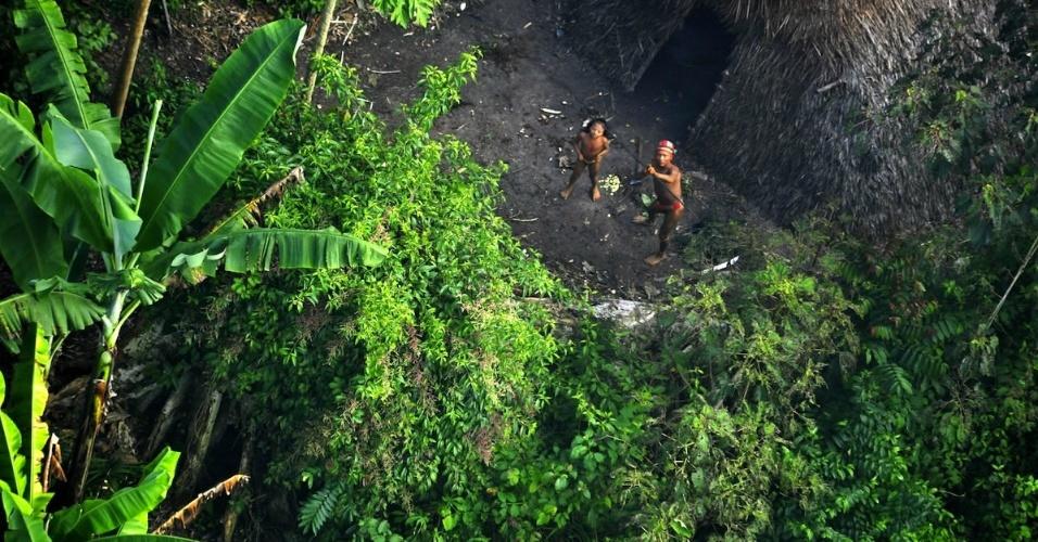 Índios isolados na fronteira com o Peru, no Acre.