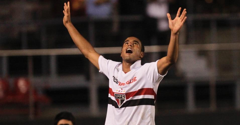 Lucas vibra após marcar seu gol, o único do jogo São Paulo x Coritiba