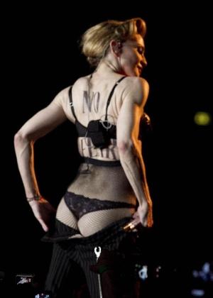 Madonna mostra o bumbum durante show de MDNA em Roma, na Itália (14/6/12)
