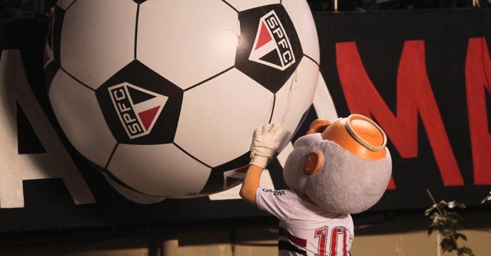 Mascote do São Paulo marcou presença no duelo contra o Coritiba