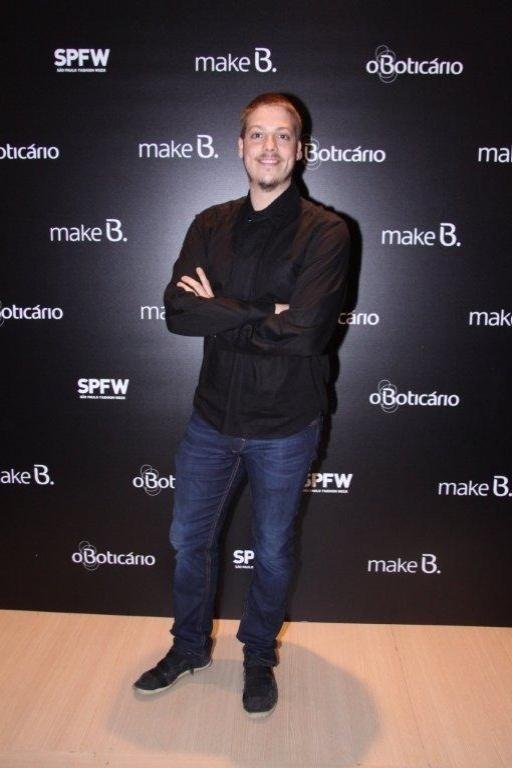 O humorista Fábio Porchat conferiu o quarto dia de desfiles da São Paulo Fashion Week (14/6/12)